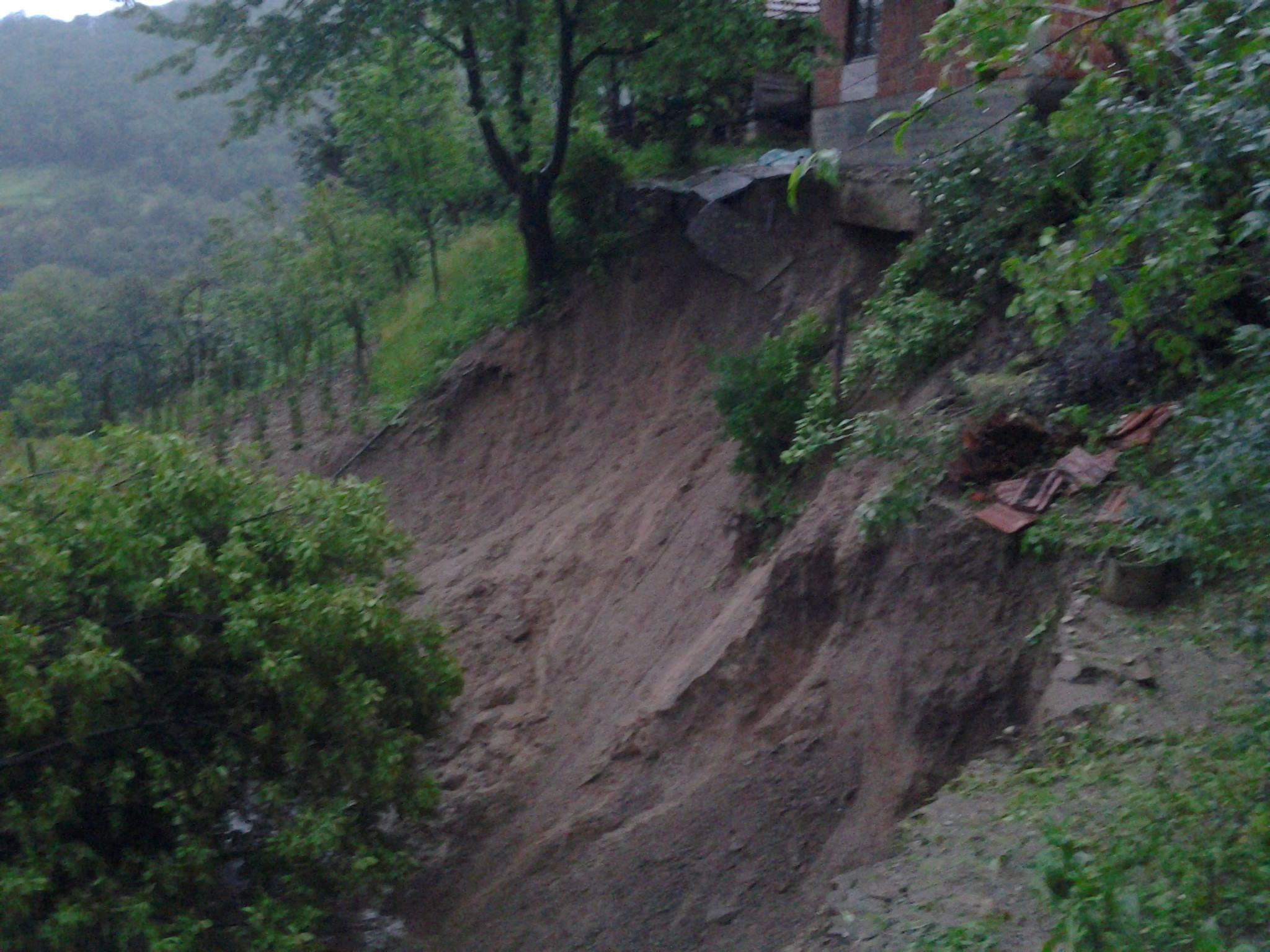 Pregedate slike iz članka: Katastrofalne poplave i klizišta